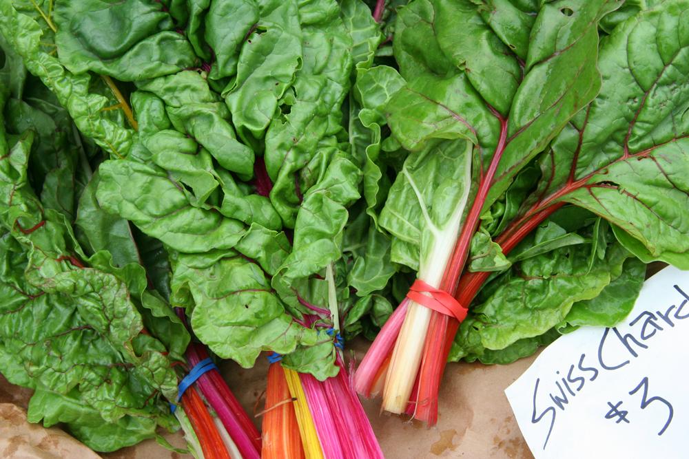 色鮮やかなイタリア野菜の「スイスチャード」